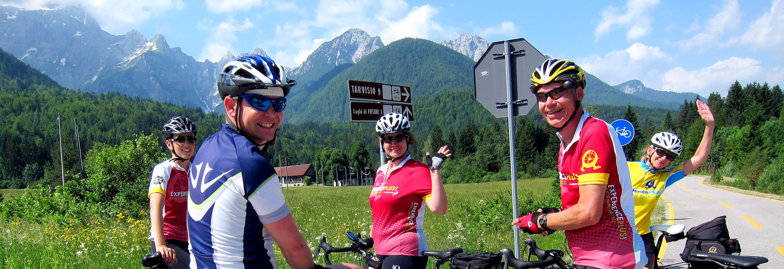 5 happy cyclists on a guided tour in Slovenia