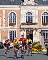 ExperiencePlus! cyclists leave the Hotel de Ville