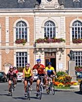 ExperiencePlus! cyclists leave the Hotel de Ville