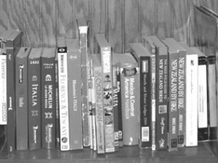 book_shelf_BW