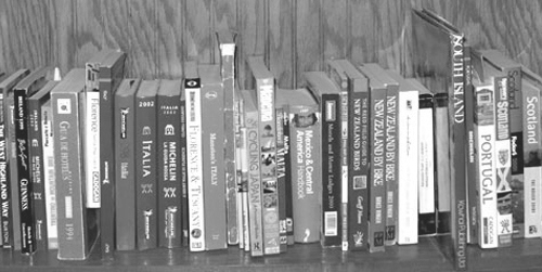 book_shelf_BW